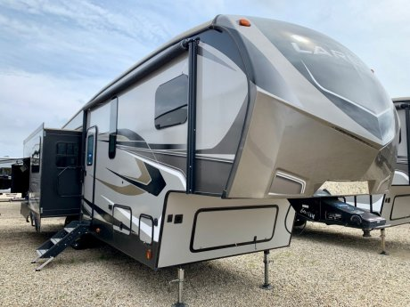 2019 Laredo 298SRL Triple Slide/Auto Level